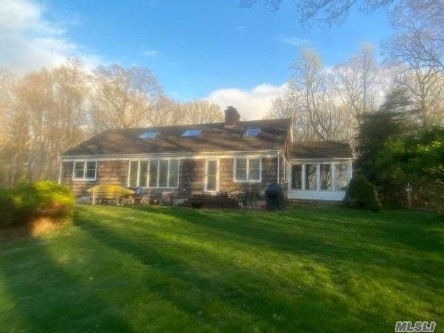 5 BR,  5.00 BTH Farm ranch style home in Old Field