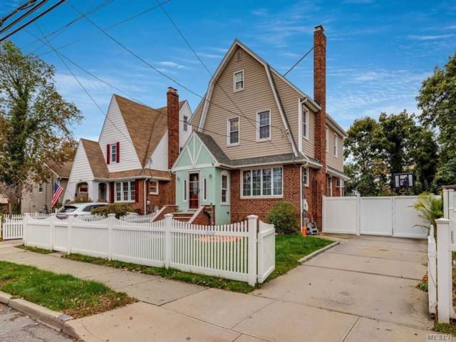3 BR,  2.00 BTH Colonial style home in Seaford