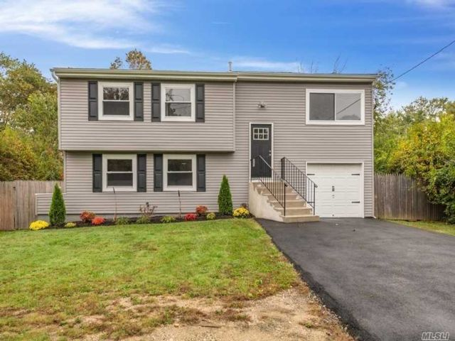 4 BR,  2.00 BTH Hi ranch style home in Brentwood