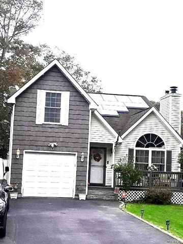 4 BR,  4.00 BTH Victorian style home in Mastic Beach