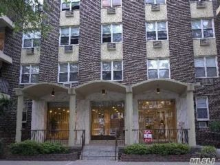 2 BR,  2.00 BTH Mid rise style home in Flushing