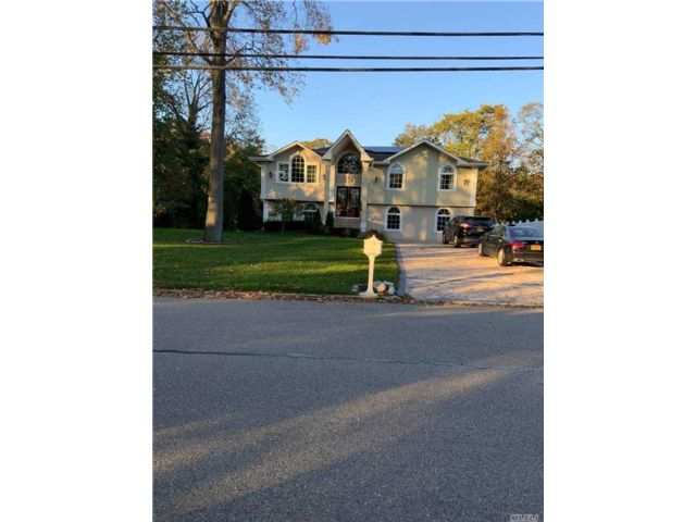 4 BR,  2.00 BTH Hi ranch style home in Cold Spring Harbor