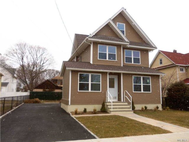 2 BR,  1.00 BTH  Apt in house style home in Lynbrook