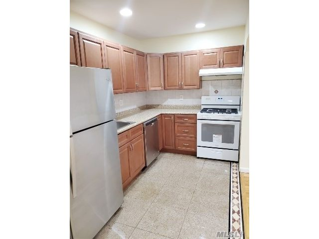 4 BR,  3.00 BTH Apt in house style home in Briarwood