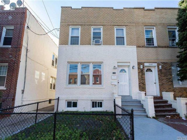 3 BR,  2.00 BTH Colonial style home in Marine Park