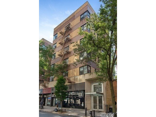 1 BR,  1.00 BTH Mid rise style home in Brooklyn Heights