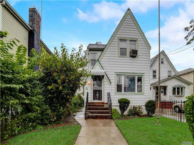 4 BR,  3.00 BTH  Colonial style home in Springfield Gardens