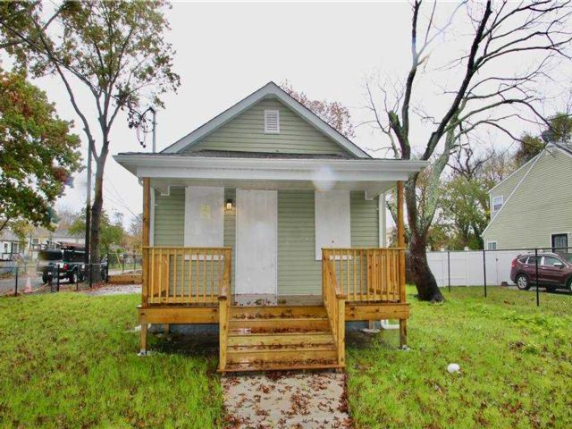 2 BR,  1.00 BTH Ranch style home in Wyandanch