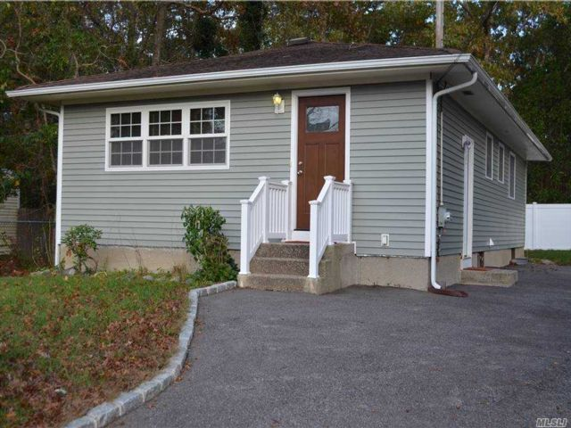 3 BR,  1.00 BTH  Ranch style home in East Patchogue