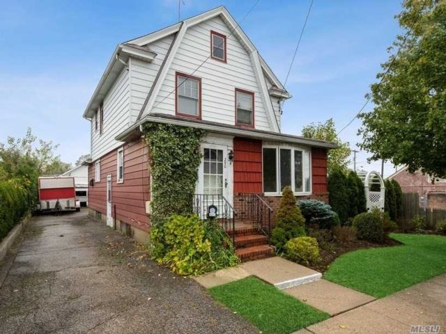 3 BR,  1.00 BTH  Colonial style home in Mineola