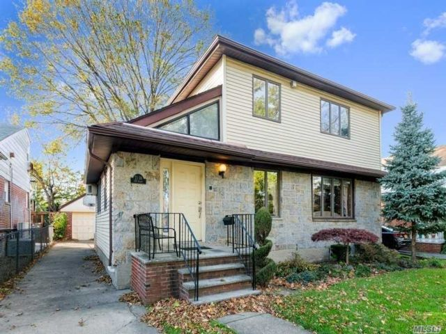 4 BR,  8.00 BTH  Colonial style home in Fresh Meadows