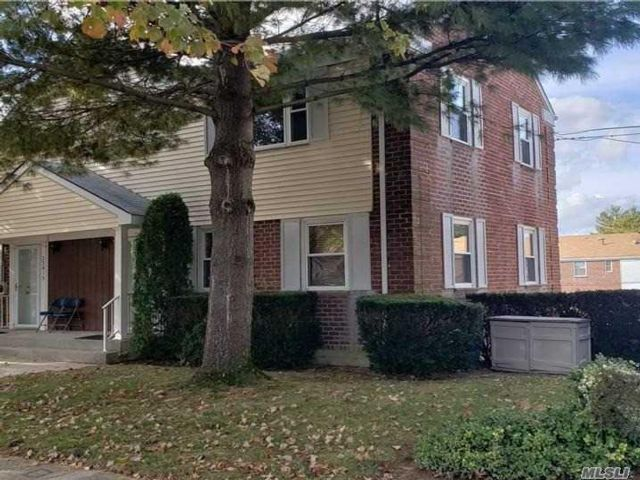 2 BR,  4.00 BTH Townhouse style home in Bayside