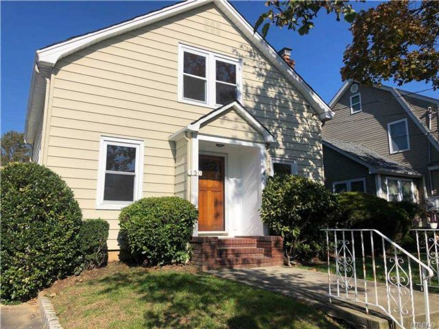 2 BR,  2.00 BTH 2 story style home in Mineola