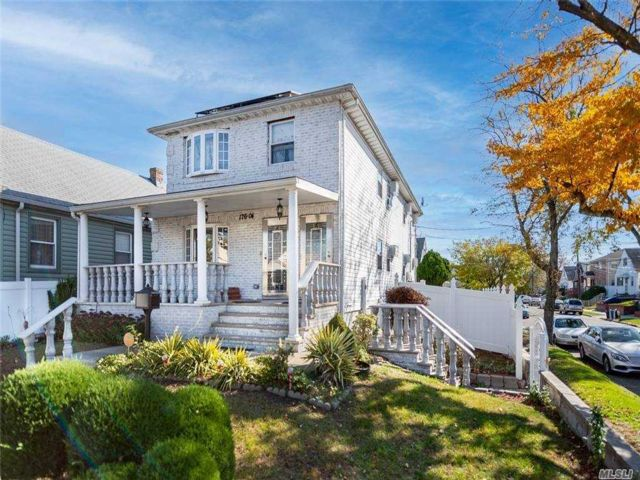6 BR,  4.00 BTH  Colonial style home in Springfield Gardens