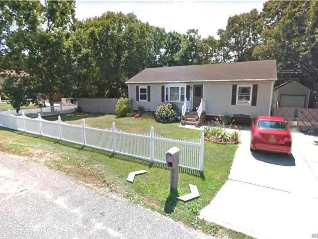 3 BR,  2.00 BTH  Ranch style home in Central Islip