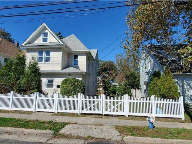 6 BR,  3.00 BTH  Colonial style home in Hempstead