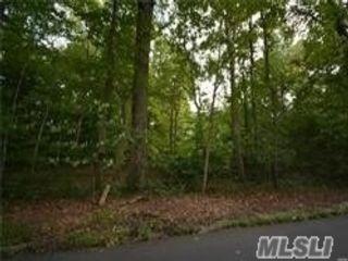 Lot <b>Size:</b> 2 acres  Land style home in Nissequogue