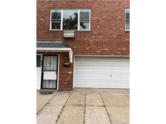 7 BR,  3.00 BTH Colonial style home in Bayside