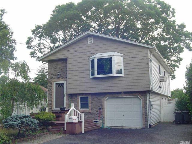 4 BR,  2.00 BTH Hi ranch style home in Sayville