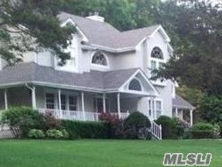 4 BR,  4.00 BTH  Colonial style home in Stony Brook