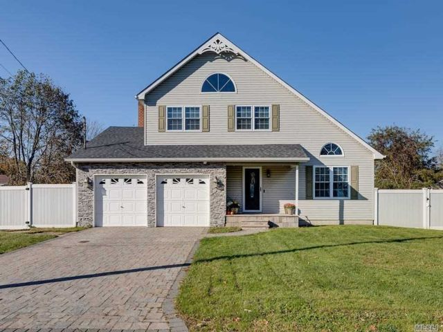 3 BR,  3.00 BTH Colonial style home in Mastic Beach