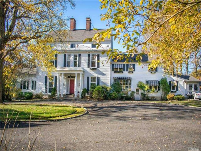 7 BR,  6.00 BTH Colonial style home in St. James