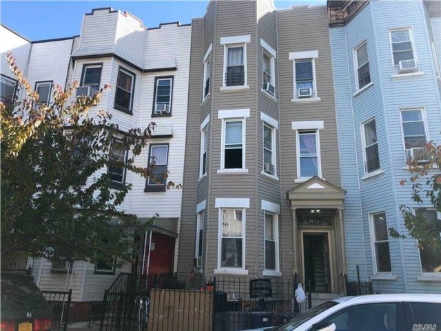 11 BR,  3.00 BTH  Colonial style home in Bushwick