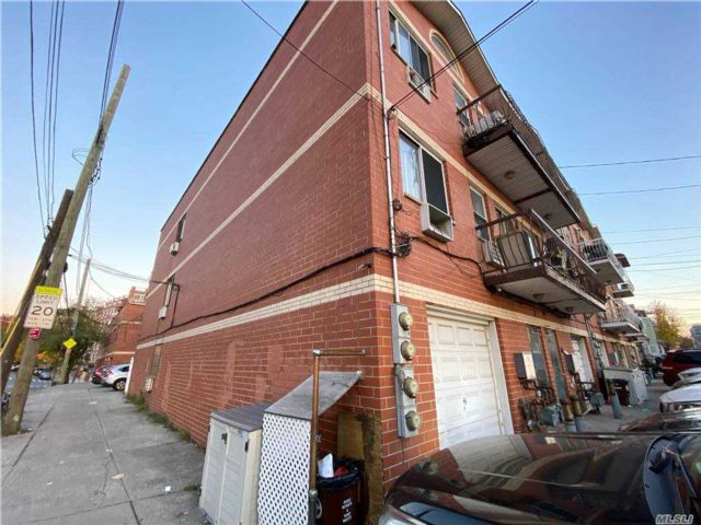 10 BR,  6.00 BTH  Other style home in Flushing