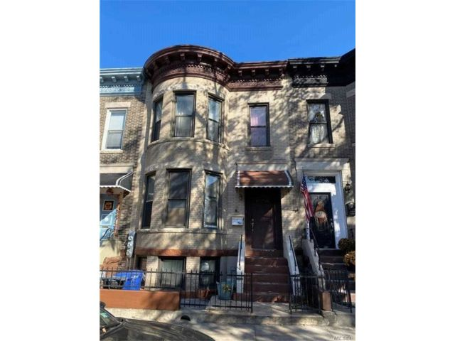 7 BR,  4.00 BTH  Colonial style home in Bay Ridge
