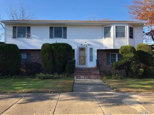 4 BR,  3.00 BTH  Hi ranch style home in Rockville Centre