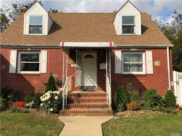 4 BR,  2.00 BTH Exp cape style home in Uniondale
