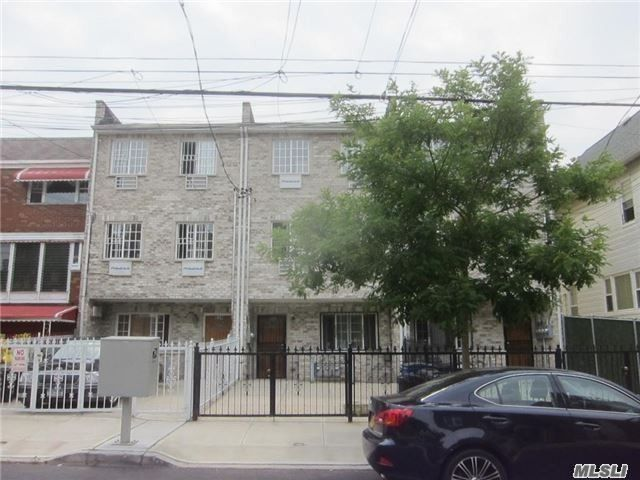 2 BR,  2.00 BTH  Apt in bldg style home in City Island