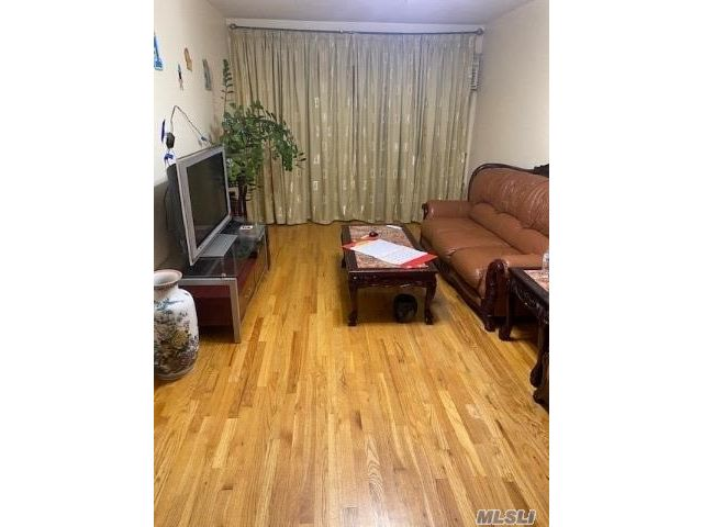 2 BR,  1.00 BTH  Apt in bldg style home in New York
