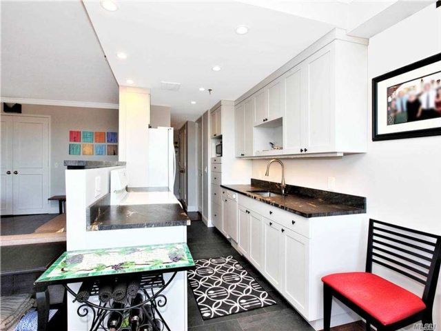 1 BR,  2.00 BTH High rise style home in Garden City