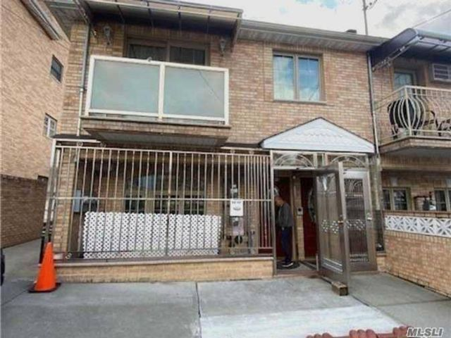 3 BR,  3.00 BTH  Apt in house style home in Rego Park