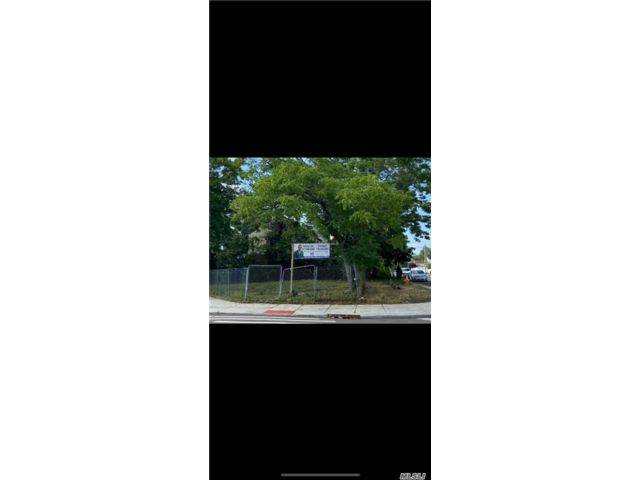 Lot <b>Size:</b> 77@50  Land style home in Whitestone