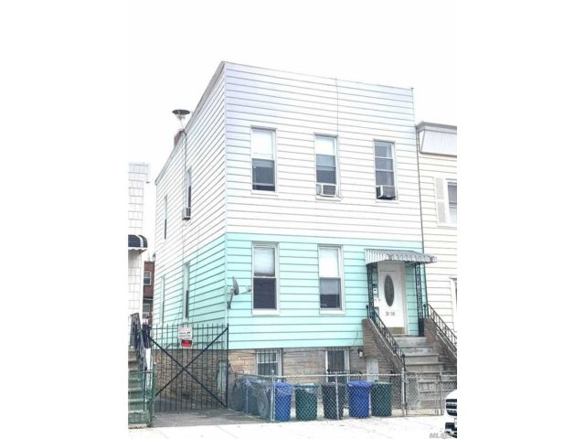 6 BR,  3.00 BTH  Apartment style home in Astoria