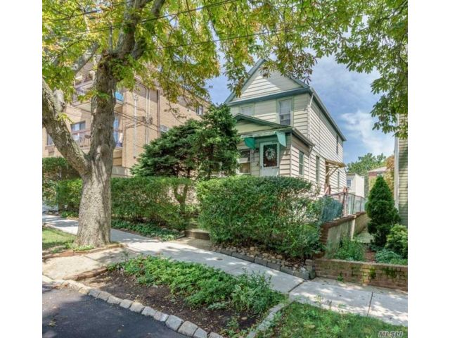 3 BR,  2.00 BTH Other style home in Middle Village