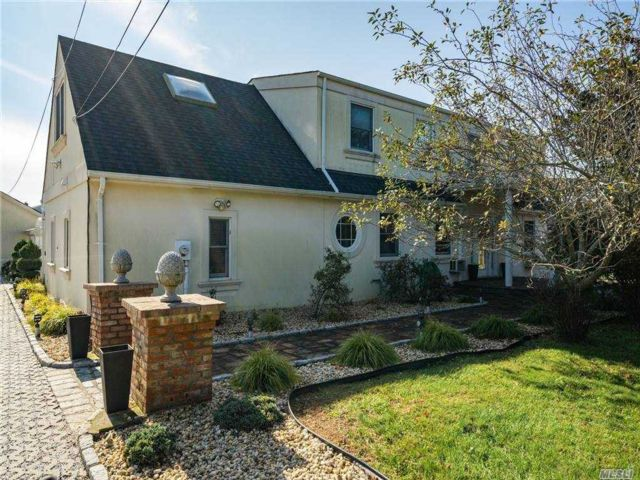 4 BR,  3.00 BTH Other style home in Southampton