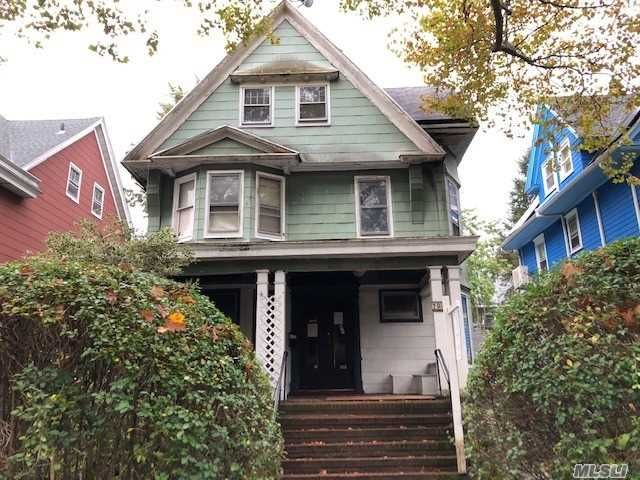 6 BR,  1.00 BTH Colonial style home in Flatbush