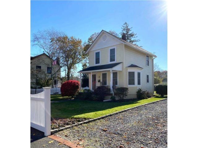2 BR,  2.00 BTH 2 story style home in East Islip