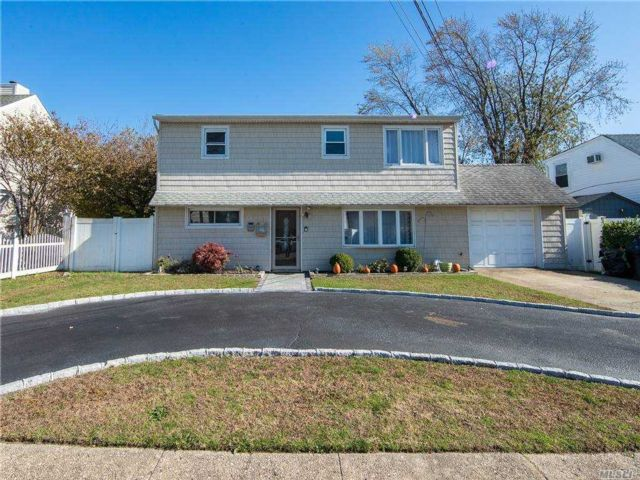 6 BR,  2.00 BTH  Colonial style home in Massapequa