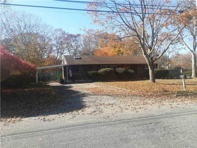 3 BR,  3.00 BTH Ranch style home in Bohemia