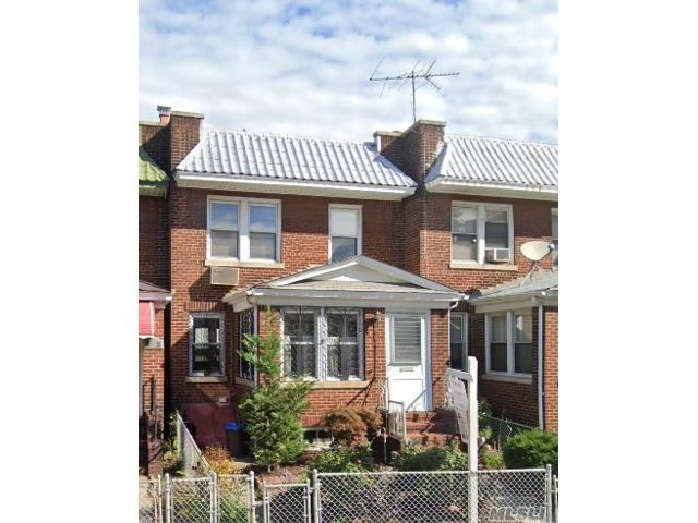 5 BR,  1.00 BTH  House rental style home in Rego Park