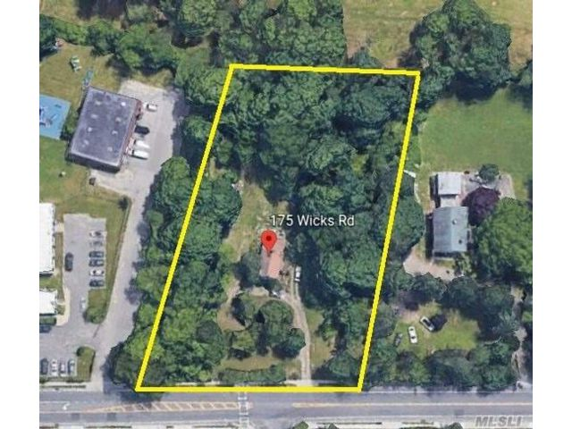 Lot <b>Size:</b> 210x322.7  Land style home in Brentwood