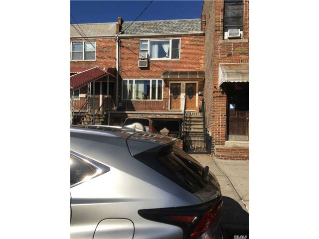 5 BR,  3.00 BTH  Colonial style home in Boro Park