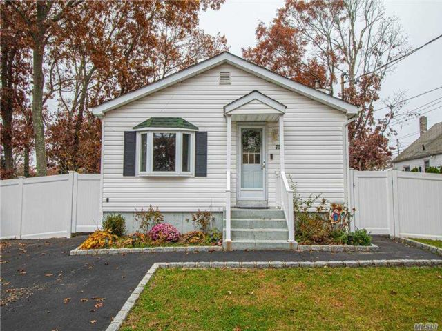 3 BR,  1.00 BTH  Ranch style home in Patchogue