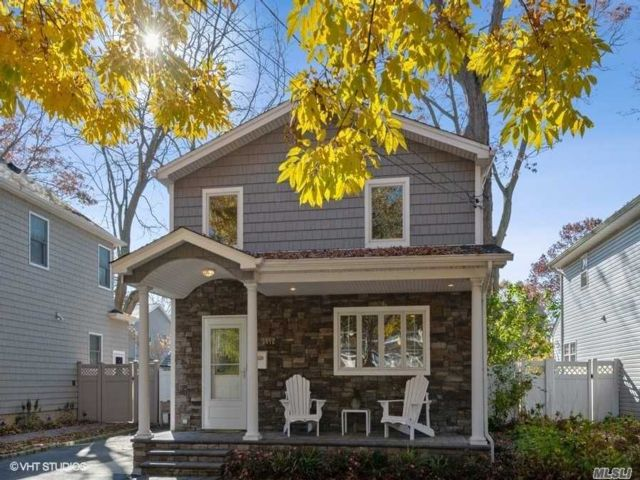 3 BR,  2.00 BTH Colonial style home in Wantagh