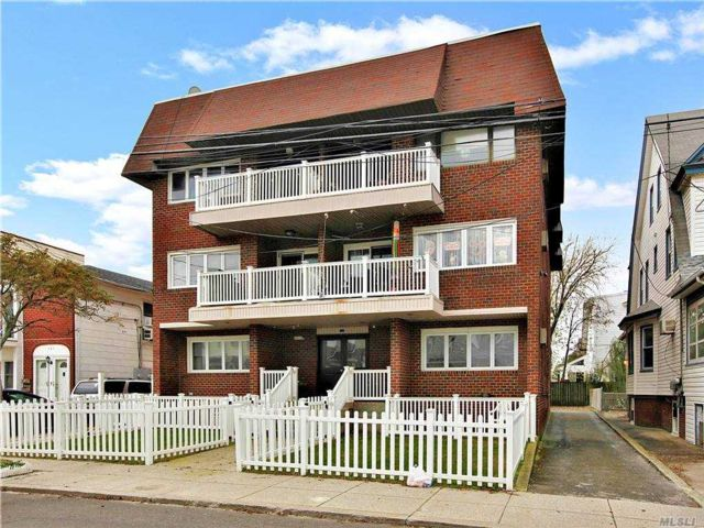 2 BR,  2.00 BTH Mid rise style home in Rockaway Park
