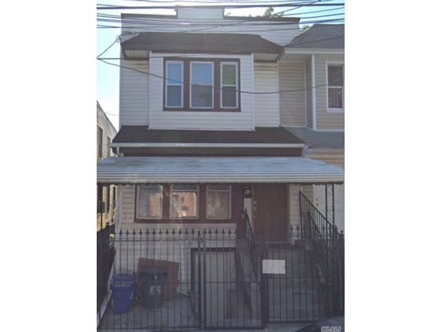 5 BR,  3.00 BTH 2 story style home in Cypress Hills